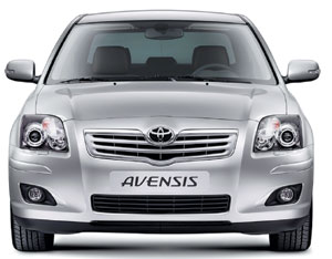 Toyota Avensis restylée : look, sono et chevaux