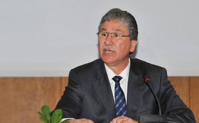 Le ministre de  la santé fait des promesses pour préparer le terrain à la réforme