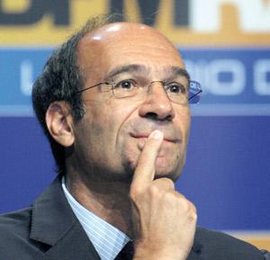 Sarkozy maintient sa confiance à Woerth contre vents et marées