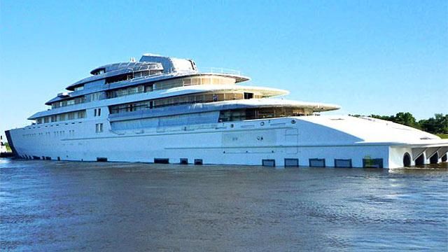 Le plus long yacht du monde propriété de la famille royale des Emirats