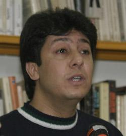 A bâtons rompus : Yassine Adnan entre poésie et journalisme
