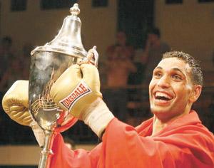 Yassine El Maâchi, la star montante de la boxe, honoré à Londres