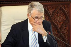 Abbas El Fassi tente de ressouder les rangs de sa majorité