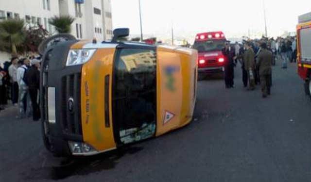 Dix écoliers et leur accompagnatrice légèrement blessés dans un accident de la circulation à Tiznit