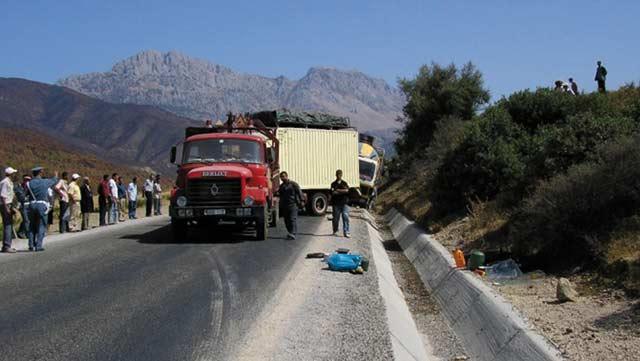 accidents de la route 6 morts imintanout et tanger aujourd 39 hui le maroc. Black Bedroom Furniture Sets. Home Design Ideas