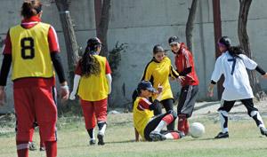 Afghanistan : a Kaboul, l'équipe féminine de foot rêve du Mondial