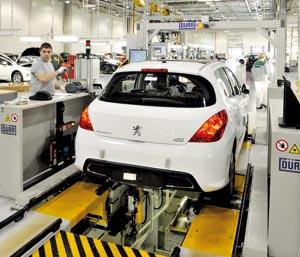 Industrie : Plusieurs usines de PSA à l'arrêt en France et à l'étranger, faute de vis
