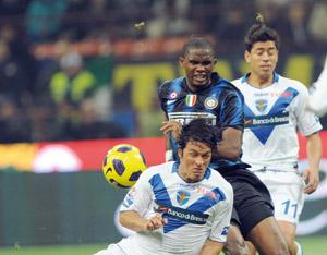 Un penalty controversé d'Eto'o sauve l'Inter de la défaite