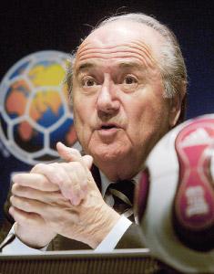 FIFA : arbitrage à cinq mais pas d'assistance technologique