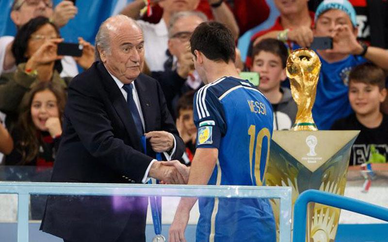 FIFA : Blatter est candidat à sa propre succession
