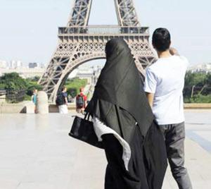 Burqa et niqab désormais bannis de l'espace public