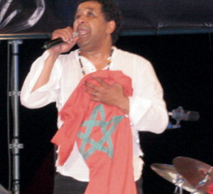 Cheb Khaled se réconcilie avec le public marocain sur la place Al Amal à Agadir à l'occasion du Festival Timitar