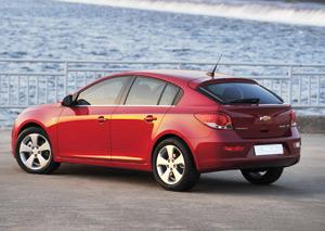 Chevrolet Cruze : Un prix et une porte de plus