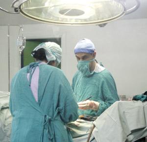 CHU Hassan II de Fès : Deux patients atteints de Parkinson opérés avec succès