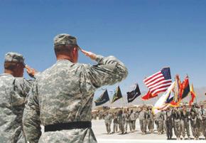 Afghanistan : l'Otan prend les commandes