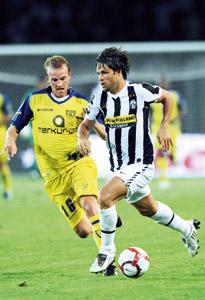 Diego offre à la Juve un succès à Rome