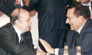 Algérie : visite d'une journée du président égyptien Hosni Moubarak