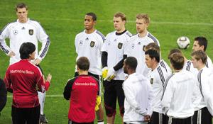 Demi-finales : l'Allemagne hausse le ton face à l'Espagne