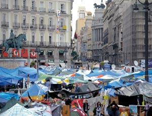 Espagne : Les «indignés» de Madrid maintiennent le village de la Puerta del Sol