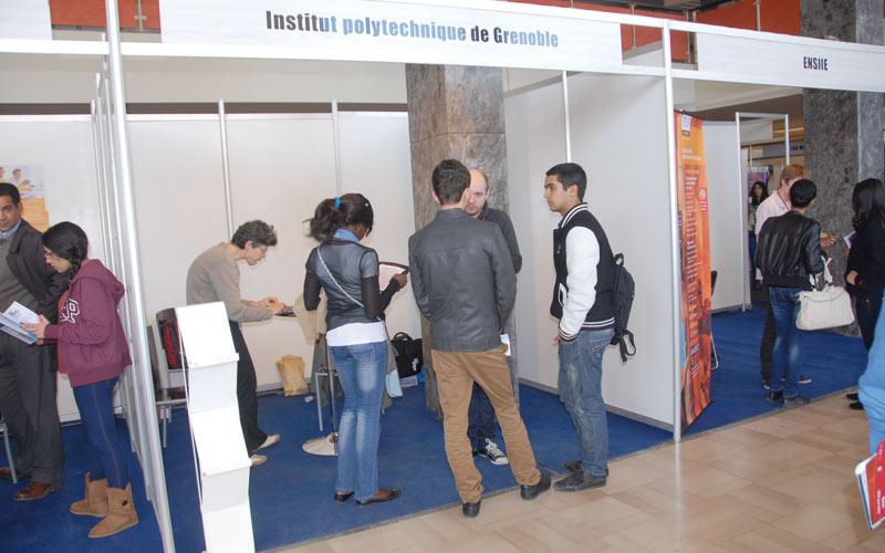 Étudier à l'étranger: Tout savoir sur l'allocation départ scolarité