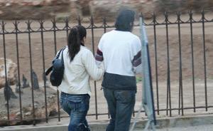 Il l'épouse sans acte et l'oblige à se prostituer…
