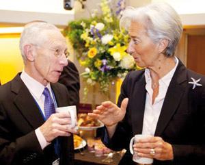 Fonds monétaire international (FMI) : Fischer met en avant sa compétence d'économiste face à l'avocate Lagarde