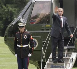 Irak : Bush persiste et signe