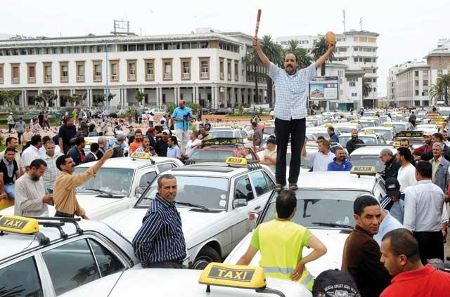 Les professionnels des taxis décident de suspendre leur grève à compter du lundi