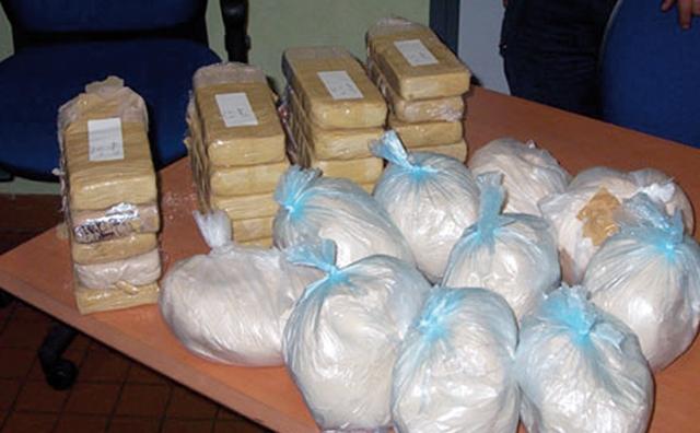 Deux trafiquants d héroïne arrêtés en possession de 50 doses