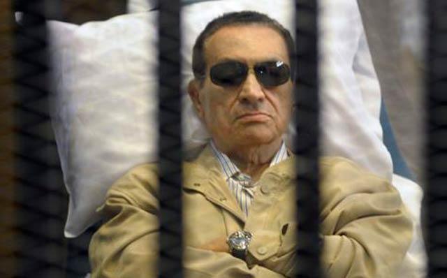 La justice égyptienne ordonne la libération de Moubarak, poursuivi pour le meurtre de manifestants