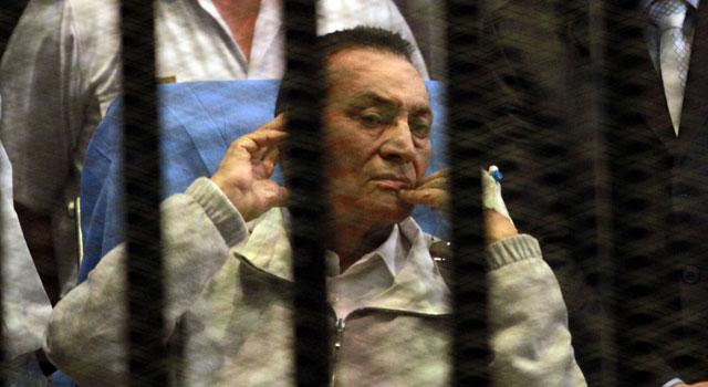 Egypte: Moubarak libre dans une affaire, encore détenu pour un dernier cas