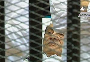 égypte : Moubarak plaide non coupable à l'ouverture de son procès