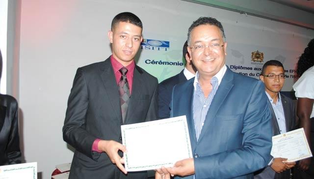 Lahcen Haddad remet les diplômes aux nouveaux lauréats de l ISIT