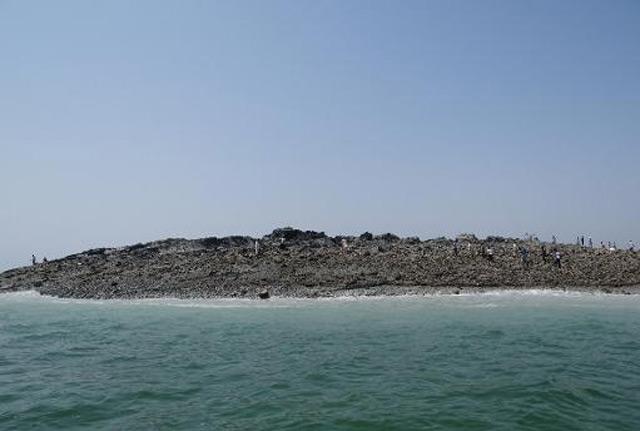 Une «île» émerge dans la mer d'Arabie après un séisme au Pakistan