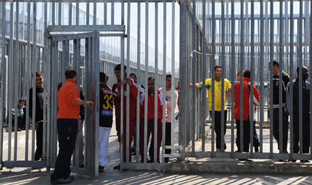 Italie: Treize immigrants marocains cousent leurs lèvres pour protester