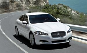 Jaguar XF restylée : Regard et moteur inédits