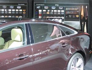 Jaguar : Ian Callum commente le design inédit de la nouvelle XJ