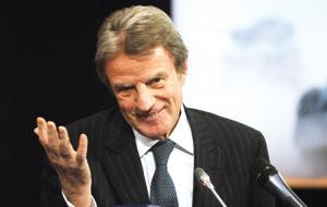 Bernard Kouchner donne des signes de lassitude