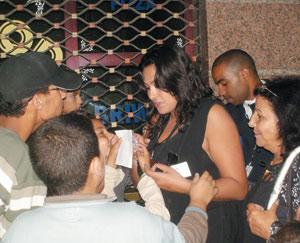 Reportage : Des cinéphiles à l'affût d'autographes