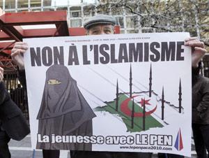 Alger proteste auprès de Paris contre une affiche du FN