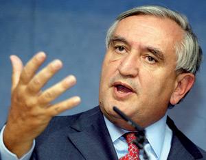 L'ambitieux Jean-Pierre Raffarin, porte-flingue de la droite