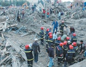 14 personnes ont péri dans l'effondrement d'un immeuble à Kénitra