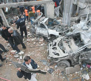 L'explosion de deux voitures piégées à Alger replonge ce pays dans les affres du terrorisme