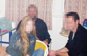 un quadrag naire partageait le m me lit avec sa femme et son amant aujourd 39 hui le maroc. Black Bedroom Furniture Sets. Home Design Ideas
