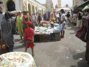 Les vendeurs ambulants : Un problème pour les autorités