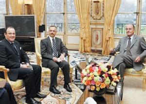 Jacques Chirac salue le projet d'autonomie