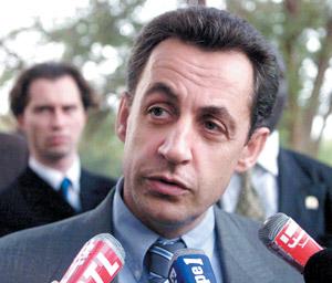 Les attaques se multiplient contre Nicolas Sarkozy