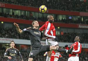 Manchester United battu, Chelsea et Arsenal en profitent