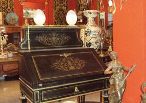 Ces mordus de meubles d'antiquités