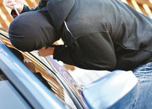 Arrêtés pour vol de voitures et mise en circulation de faux billets de banque